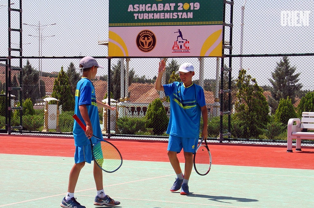 Young Turkmen tennis players – third in Central Asia