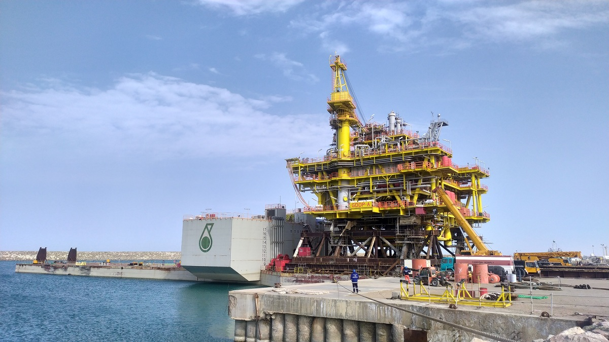 New PETRONAS drilling platform shipped to its place of operation – photo/video by ORIENT