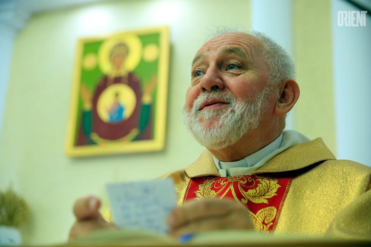 Отец Анджей поздравил туркменистанцев с католическим рождеством