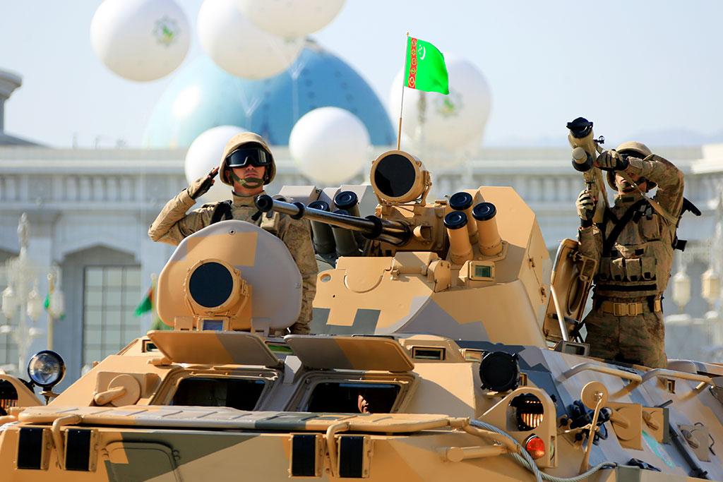 Вооруженные Силы Туркменистана показали военную технику - фото