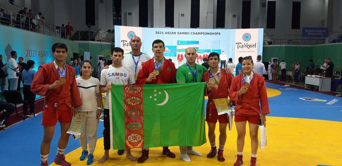 Туркменские самбисты завоевали 13 медалей на первенствах Азии в Ташкенте