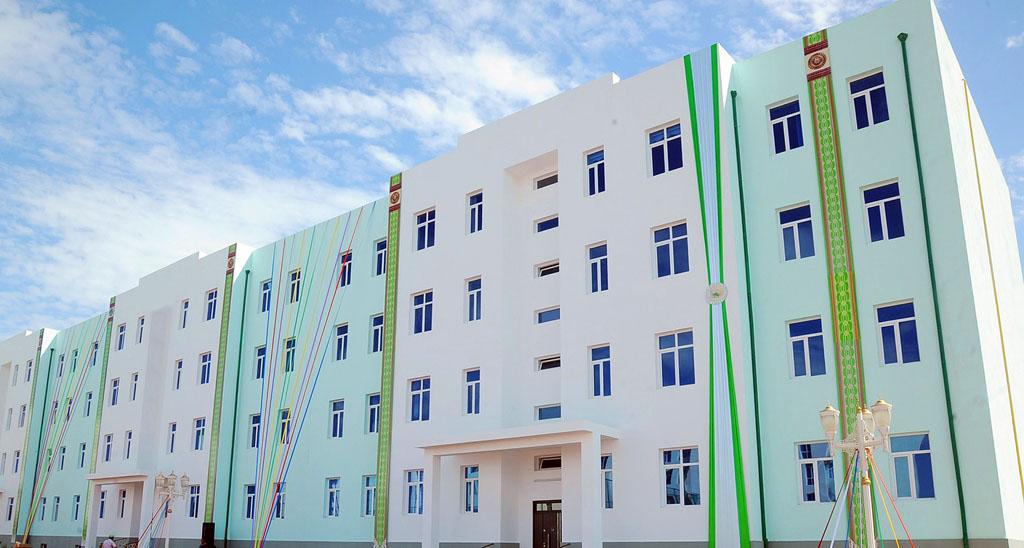 В Туркменбаши построят дома для 300 семей работников отрасли транспорта и связи