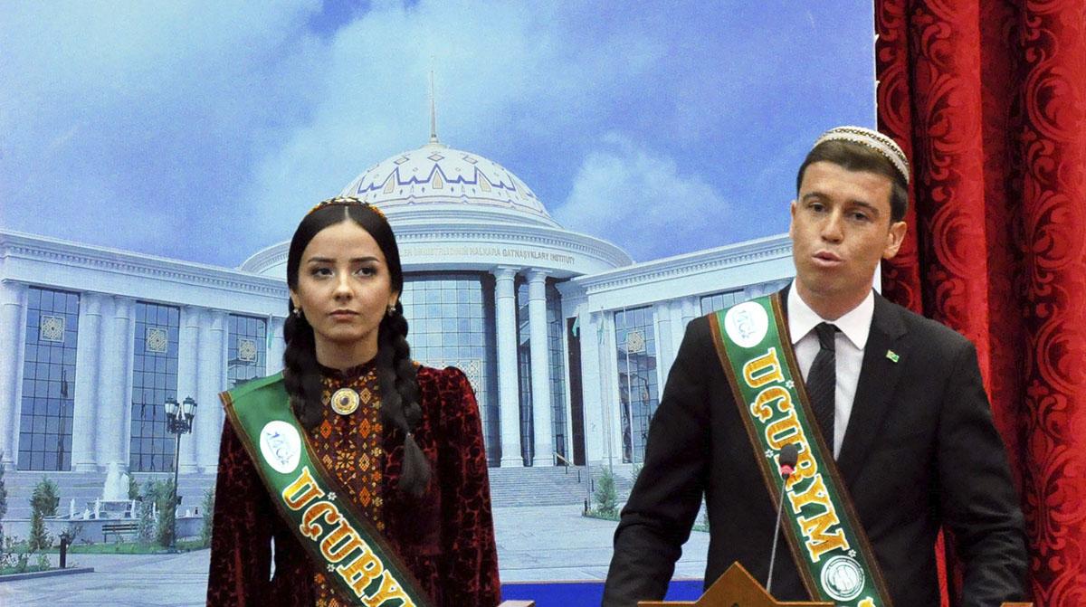 Выпускникам ИМО МИД Туркменистана вручили дипломы