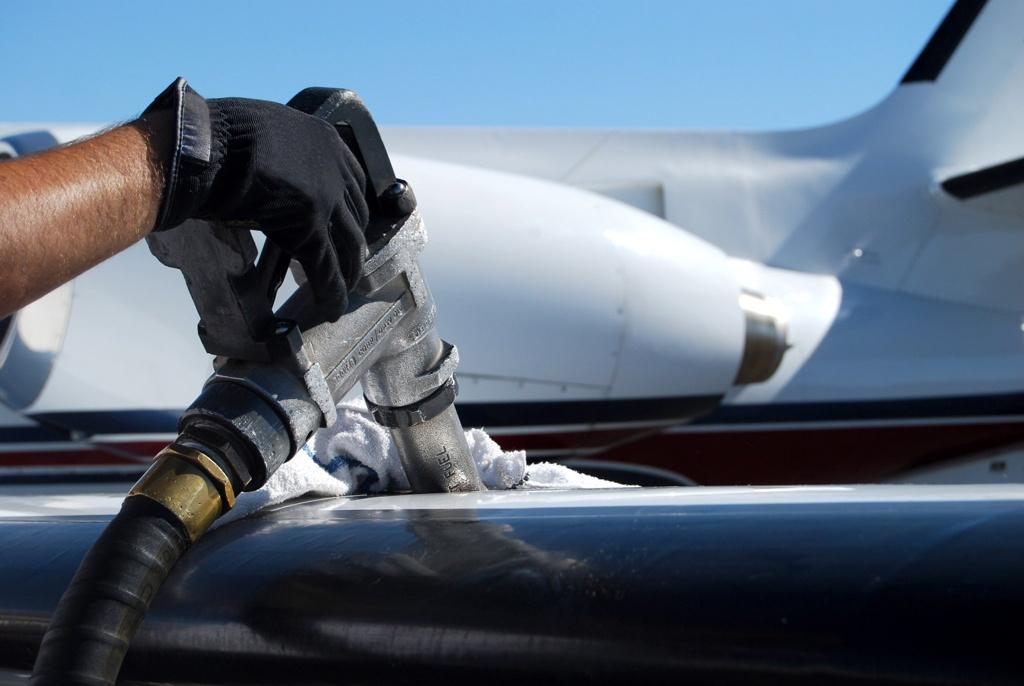 Туркменистан наладил производство глубокоочищенного авиационного топлива марки Jet A-1
