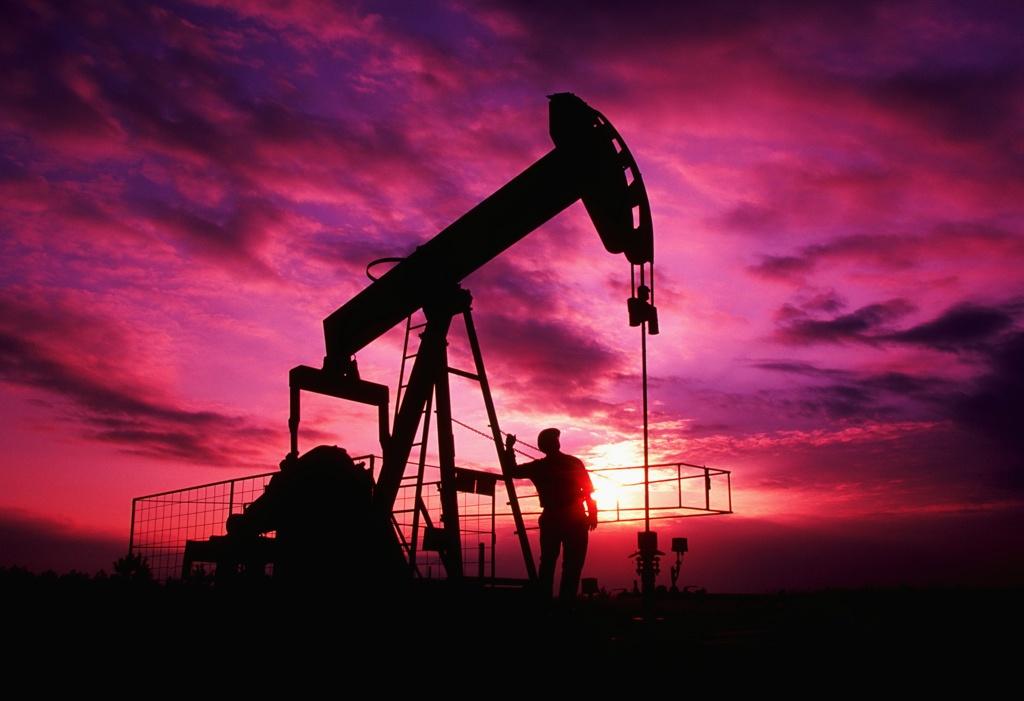 Рост цен на нефть возобновился из-за резкого сокращения запасов в США