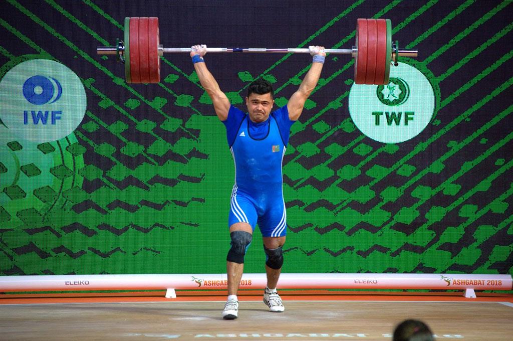 Судьи не засчитали третью попытку Реджепова в толчке с весом 198 кг