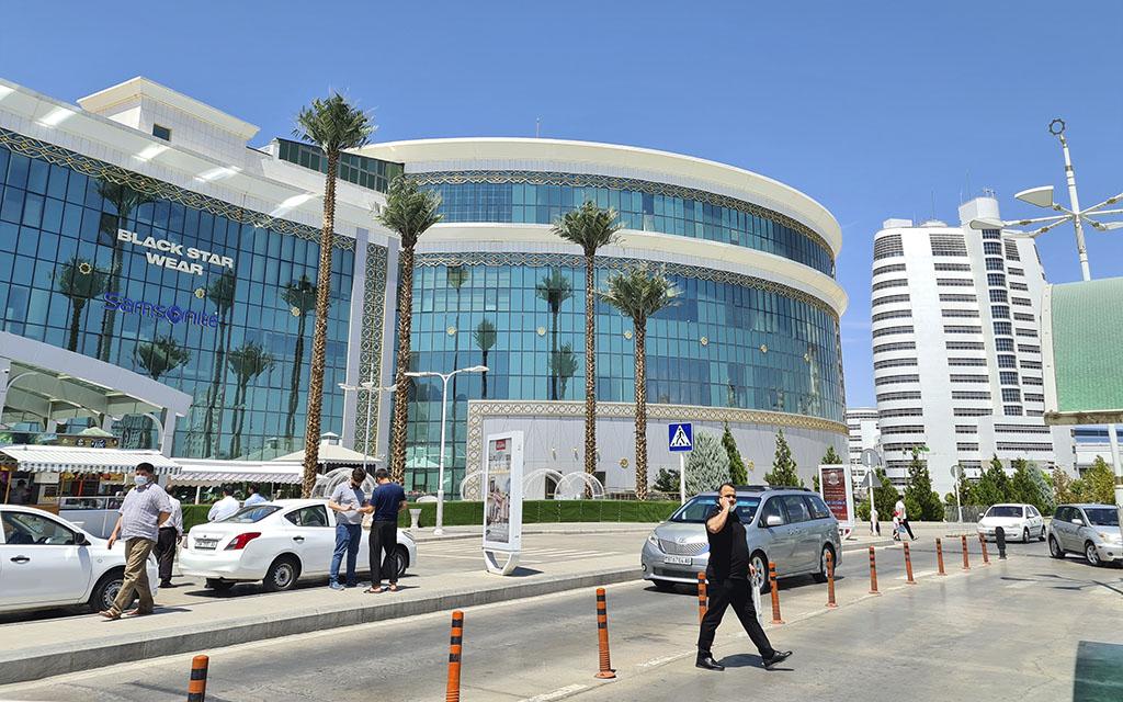Фотовояж в ашхабадский торговый центр, по слухам закрытый
