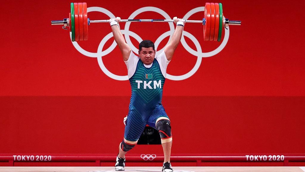 Штангист Овезов попал в 10-ку лучших на Олимпиаде в Токио