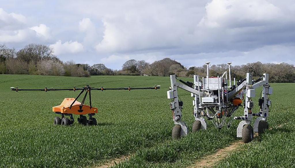 Робот уничтожает сорняки… электричеством