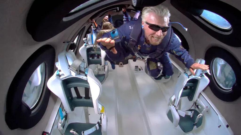Компания Брэнсона начала продавать билеты «в космос» по $450 000