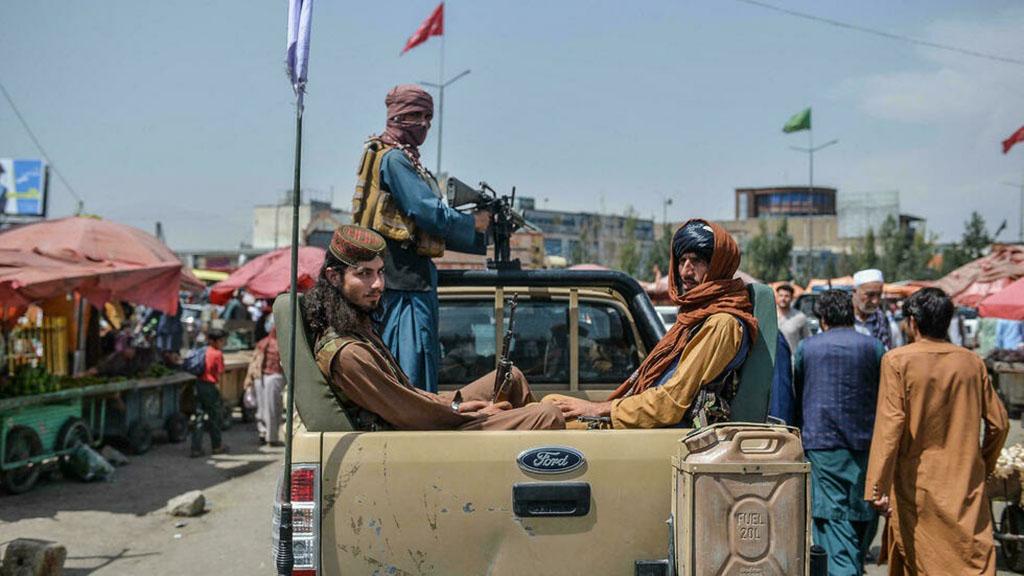 Хаос бегства из Афганистана, оконченная война и обещания талибов