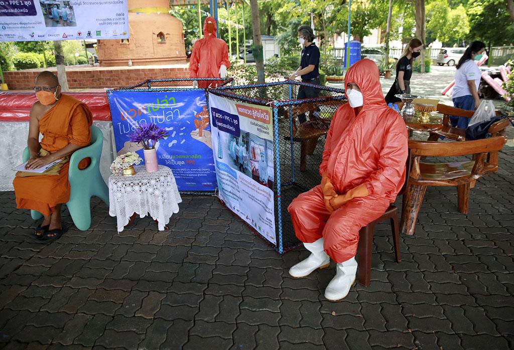 Таиланд производит защитное снаряжение от COVID-19 из переработанных бутылок
