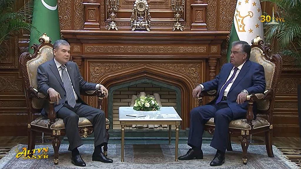 Бердымухамедов пригласил Рахмона на саммит ОЭС в Туркменистане
