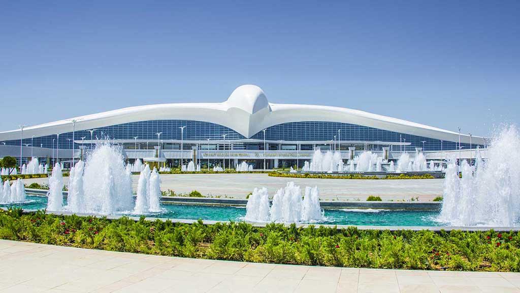 В Туркменистан продолжают прибывать высокие гости