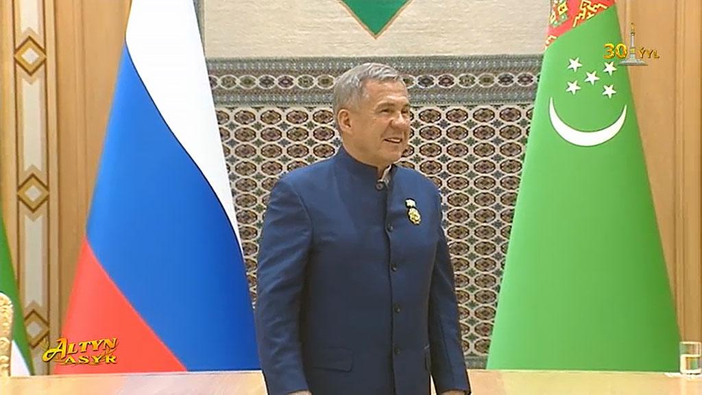 Бердымухамедов вручил Минниханову орден Туркменистана