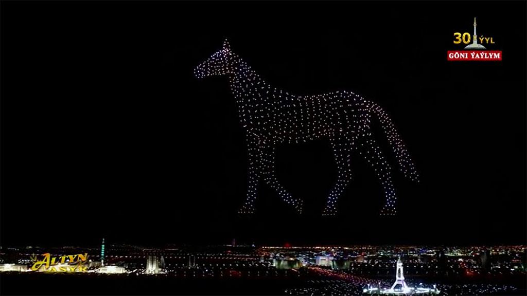 Шоу светящихся дронов прошло в День независимости Туркменистана