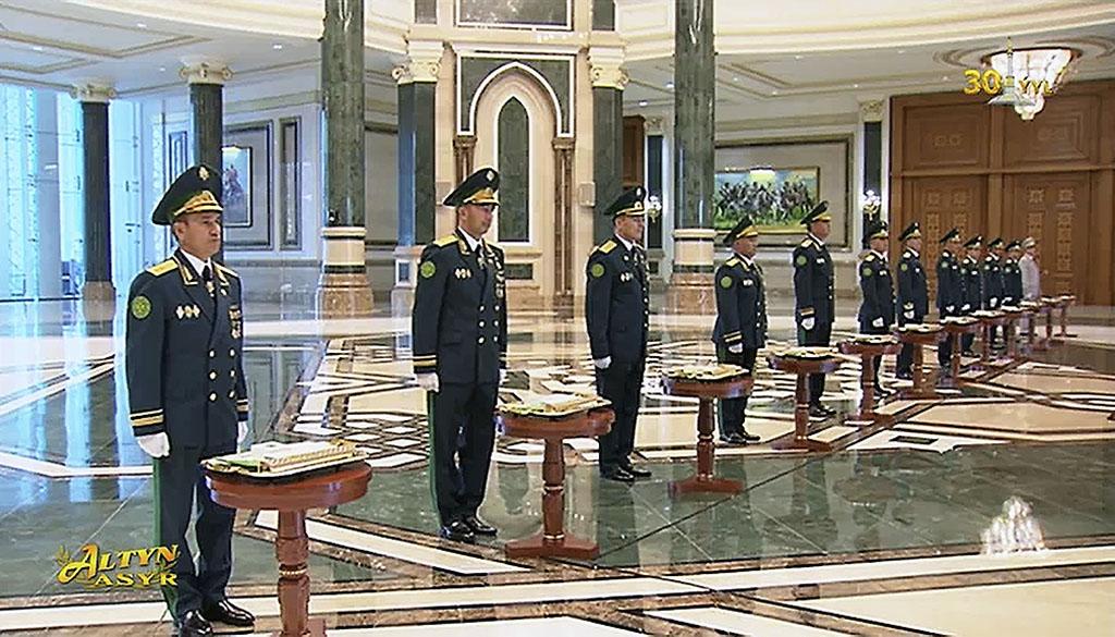 Бердымухамедову и руководителям силовых ведомств вручены госнаграды