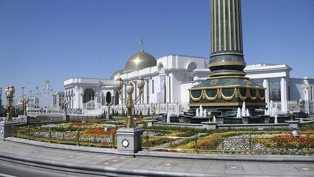 Новый посол Армении в Туркменистане вручил верительные грамоты президенту