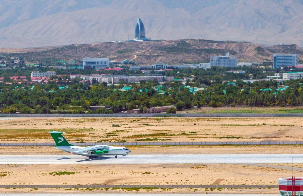 «Туркменские авиалинии» начнут выполнять регулярные грузовые авиарейсы в Россию