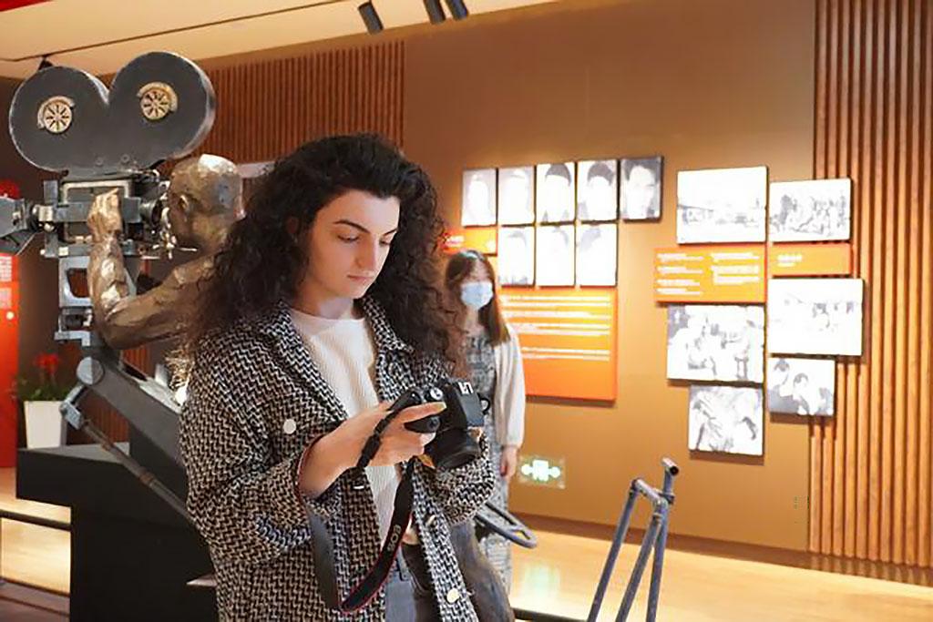 Девушка из Туркменистана сняла документальный фильм «Песня Нового Китая»