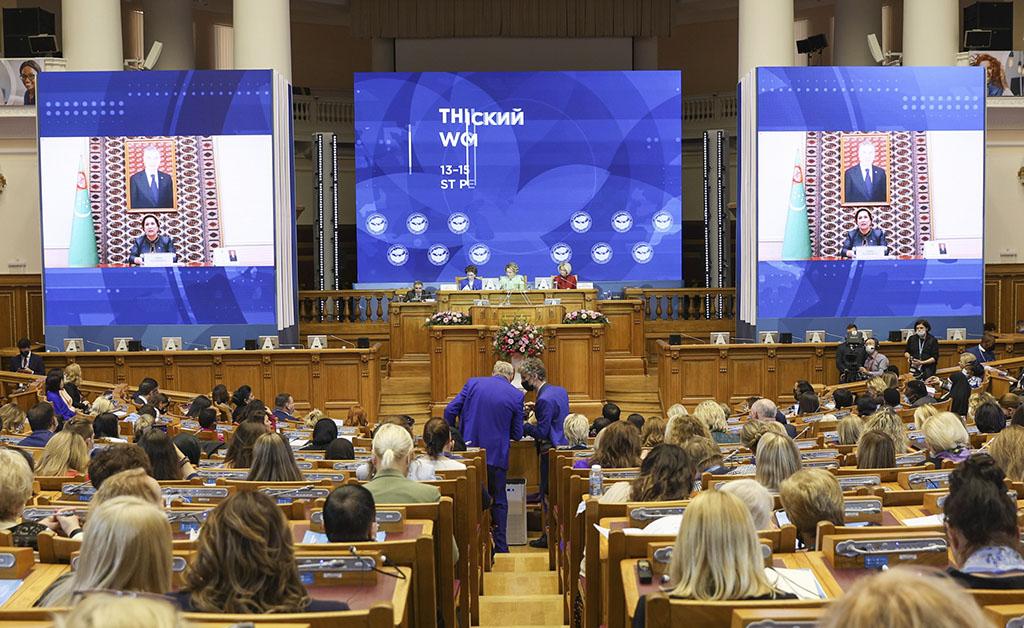 Представительницы Туркменистана участвуют в 3-ем Евразийском женском форуме