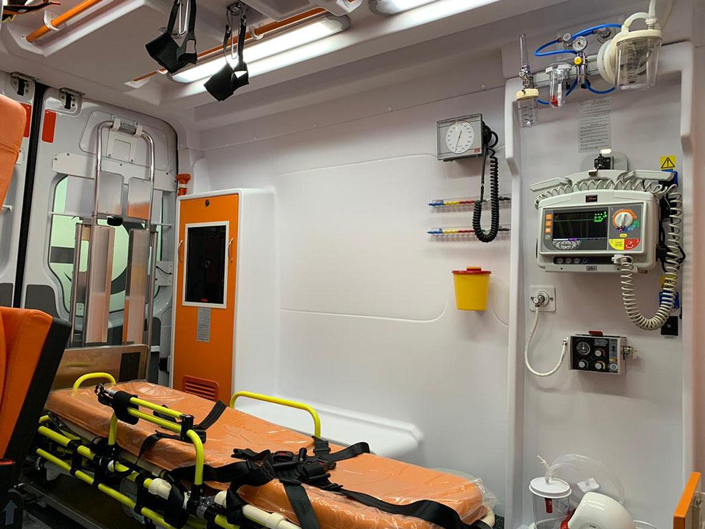 Mercedes-Emergency-Type-Ambulance4.jpg